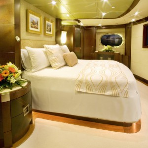 Yacht charters whitsundays bed