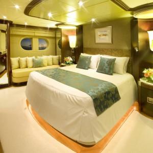 Yacht charters whitsundays VIP bed