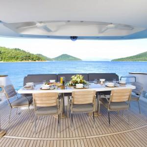 Yacht charters whitsundays breakfast point