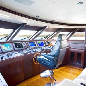 Yacht charters whitsundays wheelhouse