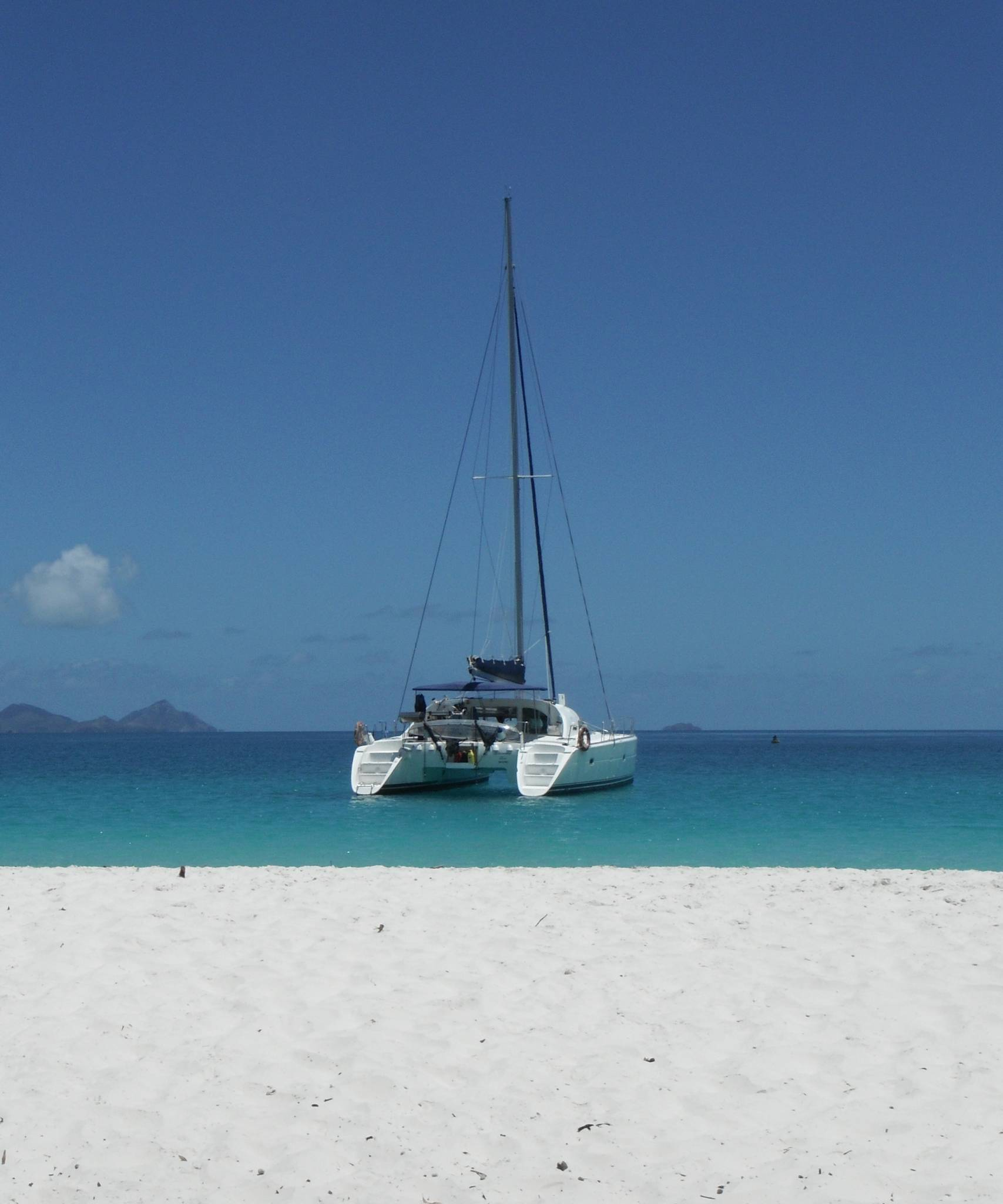 Whitsunday Blue Catamaran Luxury Motor Yacht Charter