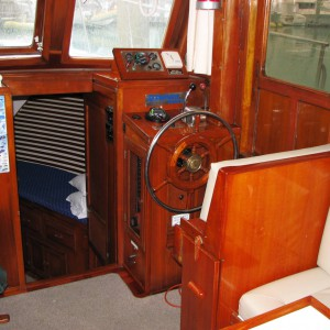 Charter sundecker 36 seaassta wheelhouse