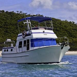 Charter sundecker 36 seaassta at anchor