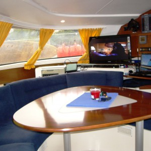 lavezzi 40 catamaran dining table