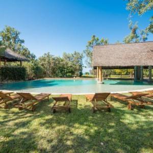 Ride to paradise resort pool set
